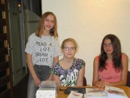 KREA-Verkauf am literarischen Abend im Schlosskeller